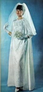 """ea8071079ad8 La sposa """"pratica"""" quella cioè che preferisce andare all altare con un abito  sfruttabile poii in molte occasioni"""