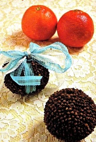 Arance aromatiche per profumare armadi e cassetti