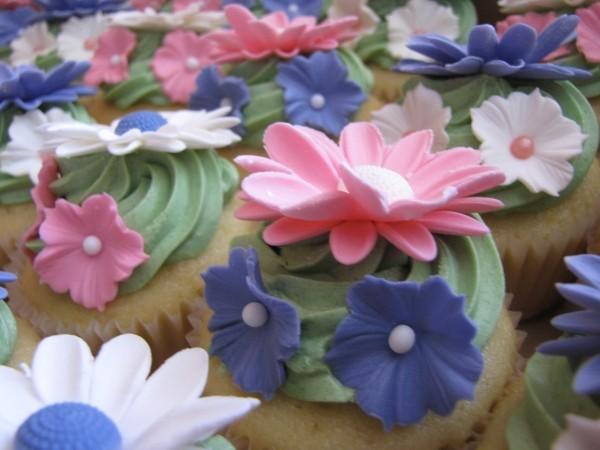 Menù sposa Primavera Secret_Garden_Flower_Cupcakes_(3787720170)