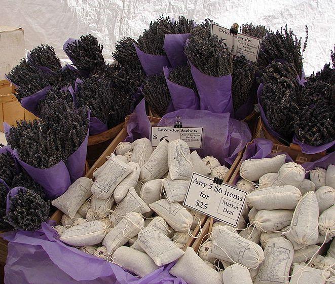 http://ierioggiincucina.myblog.it/wp-content/uploads/sites/233457/2013/05/lavanda-LavenderInMarket.jpg