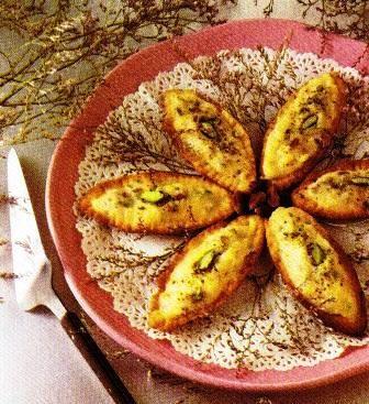 Pasta frolla: Barchette con crema al pistacchio e con crema e fragole