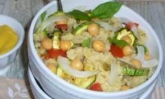 Cous cous alle verdure condito con salsa di senape, agrumi e menta
