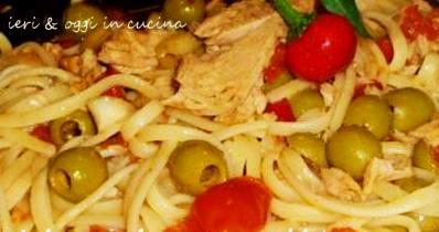 Linguine piccanti con tonno e olive