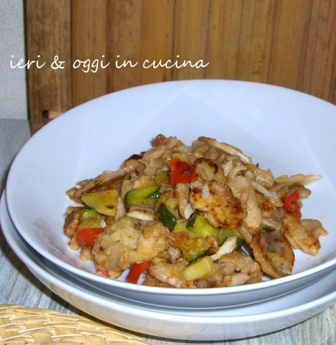 Kebab di pollo con verdure