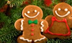 Biscotti speziati da appendere all'albero di Natale