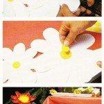 Una tavola tutta colorata e un fiore per cappello per una festa di bambini