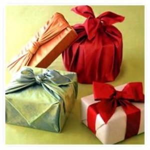 Un foulard per confezionare i regali: Furoshiki