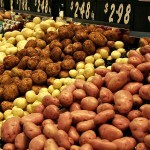 1024px-Various_types_of_potatoes_for_sale