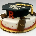 Graduation_cake_with_cap_laurea