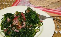 Pulire gli Agretti e prepararli con salsiccia speck