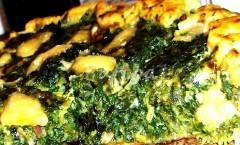 Crostata germogli pungitopo, stridoli con mozzarella di bufala