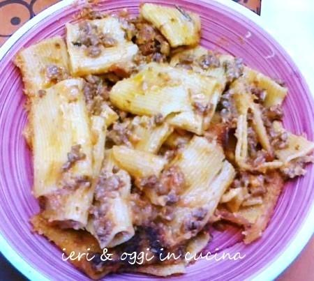 Maccheroni pasticciati alla napoletana con salsiccia di cinta senese