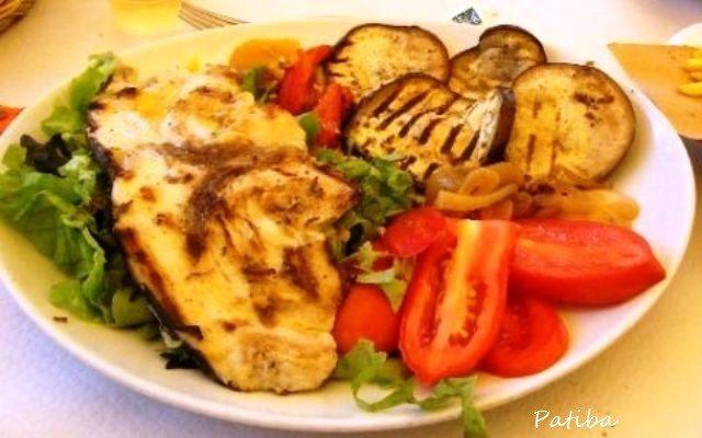 Pesce spada marinato con verdure fresche e grigliate