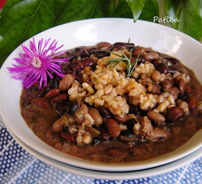 Zuppa di cereali e fagioli con speck
