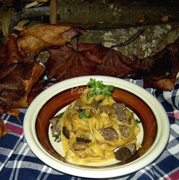 Tagliatelle al tartufo nero e funghi porcini