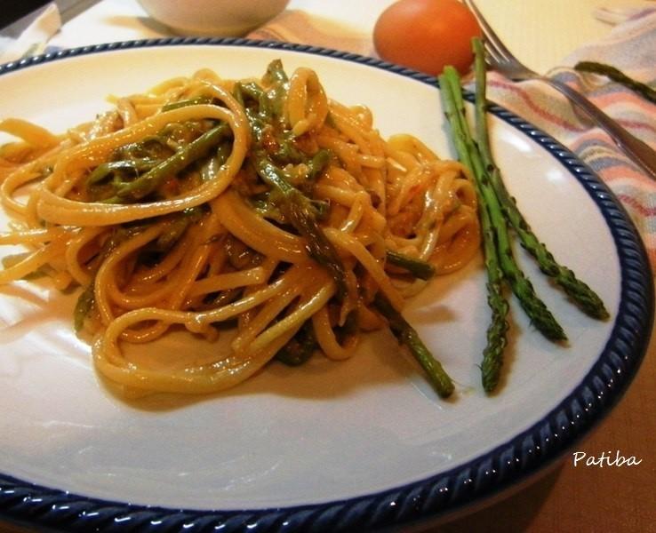 Carbonara con asparagi selvatici di pineta