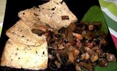Scaloppine di tofu con funghi champignon freschi