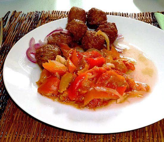 Polpettine di cous cous e carne al forno con peperonata