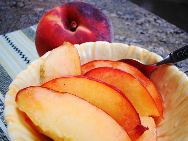 Pesche al limone alla maniera di Petronilla Bowl_of_Peaches_