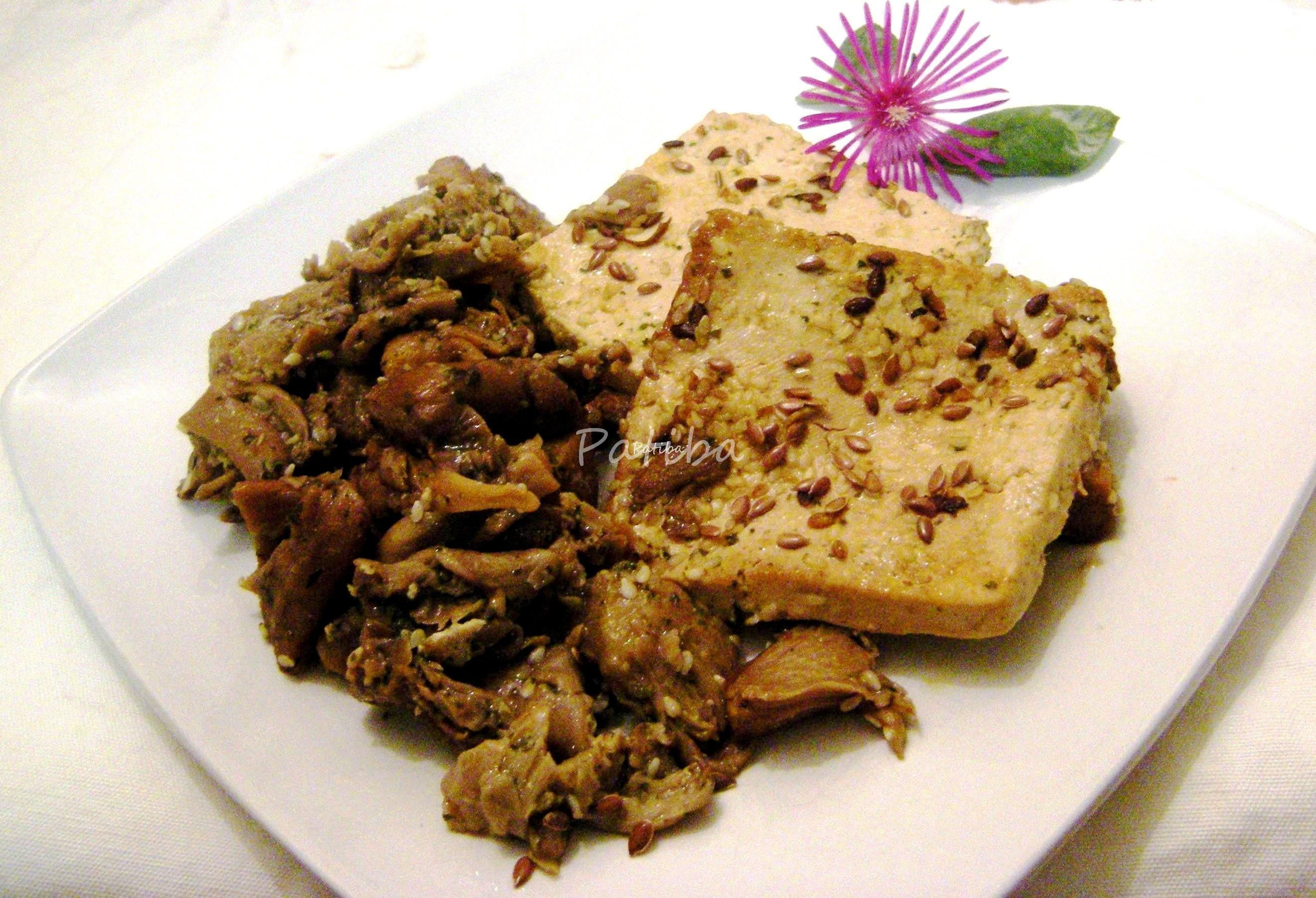 Scaloppine di tofu con funghi e semi di sesamo e lino