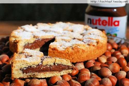 Slice_of_crostata_alla_Nutella_for_World_Nutella_Day