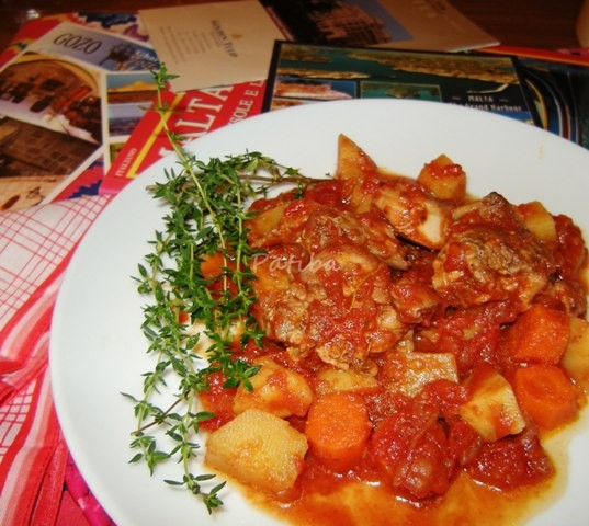 Stuffat tal-fenek, Stufato di coniglio alla maltese