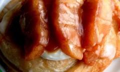 Pesche caramellate nel miele e profumate con cannella