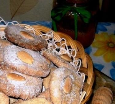 Biscotti di quinoa al miele e latte di mandorle