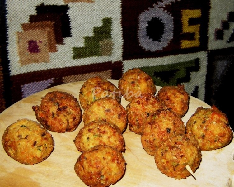 Polpette di quinoa con zucchine e semi vari