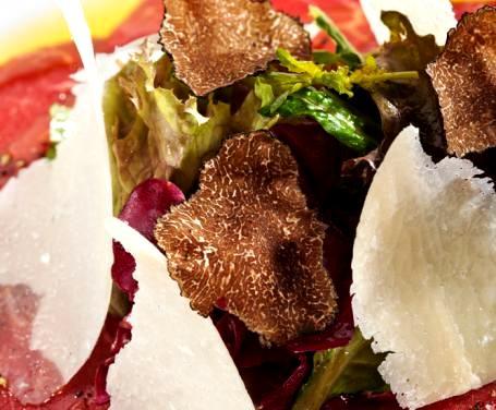 Carpaccio con funghi e tartufo