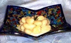 Gnocchi di patate e noci al semolino in salsa besciamella
