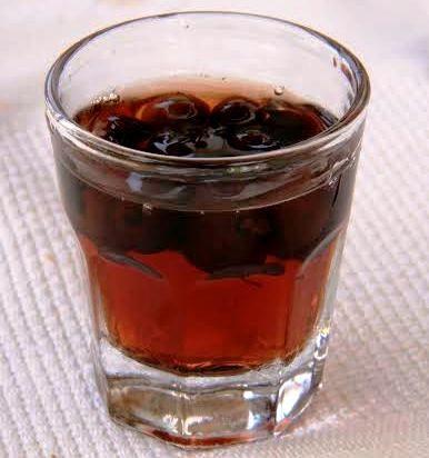 Liquore con noccioli di marene alla maniera di Petronilla