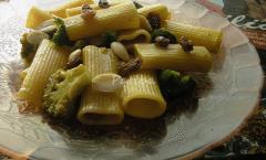Pasta con i broccoli in tegame