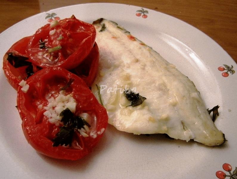 Filetti di branzino al forno con pomodori