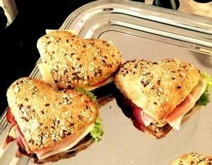 Herzförmige_Brötchen panini prosciutto