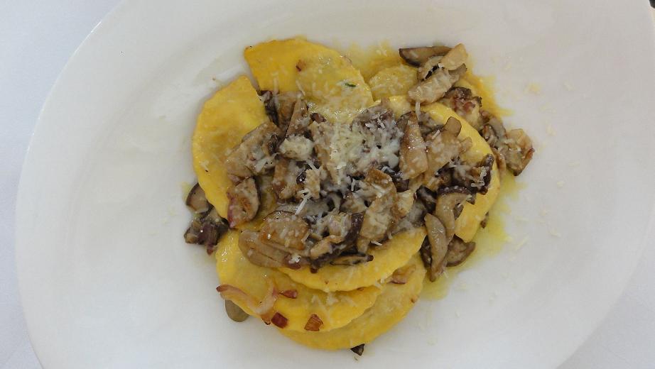 J Urciòn (gli orecchioni) sono una pasta ripiena romagnola opa55