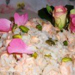 Riso con salmone e petali di rosa